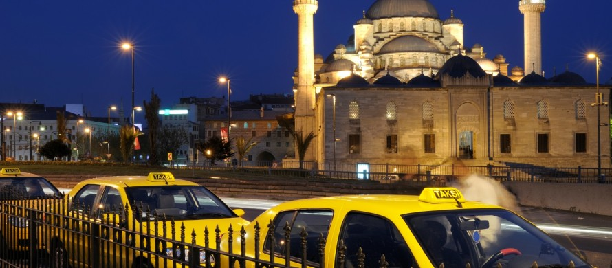 https://blog.de.erste-am.com/wp-content/uploads/sites/9/2015/04/iStock_Türkei_Taxi_000009537748XLarge-890x390-1429796277.jpg